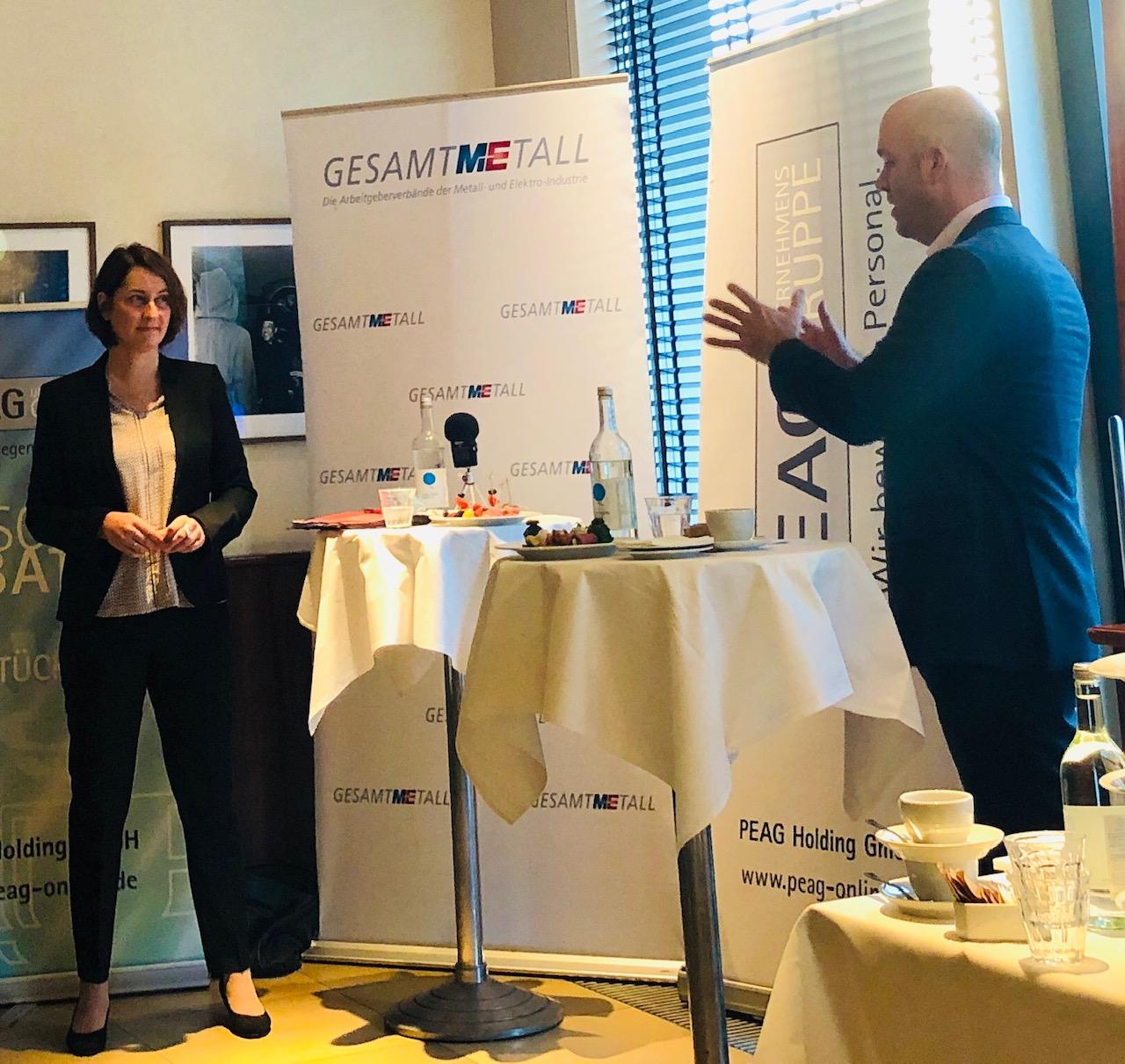Leonie Gebers (Staatssekretärin, Bundesministerium für Arbeit und Soziales - BMAS) und Professor Marcel Fratzscher (Präsident, Deutsches Institut für Wirtschaftsforschung - DIW)